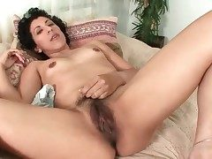 Hairy mature pussy pulled in the sky by unattended chick